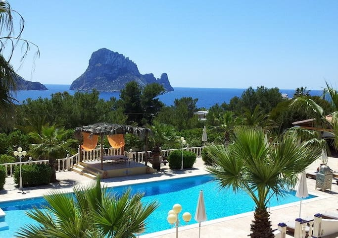Apartment with views on Es Vedra - St Josep de sa Talaia - Bed & Breakfast