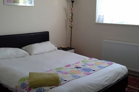 DOUBLE ROOM IN SWEET HOME!!! - Borehamwood