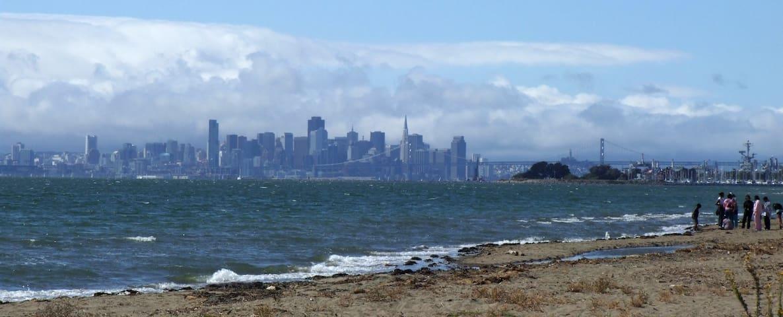 Seabreeze Getaway from SF Oakland on beach & shops