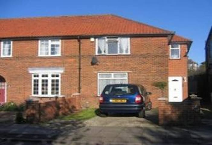 NICE FAMILY HOME opposite NATURAL LANDSCAPED PARK