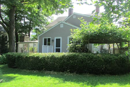 1795 Carriage House with Gardens - Southbury - Huis