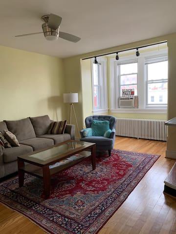 Cozy Dupont  Apartment