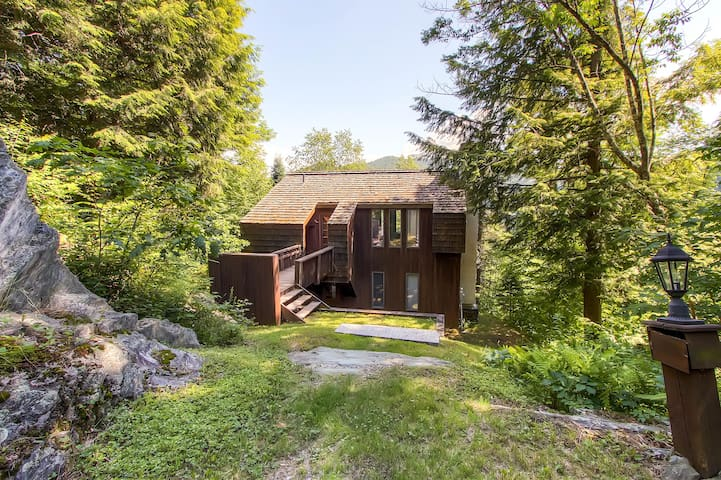Cedar Rock Chalet - Stockbridge - Cottage