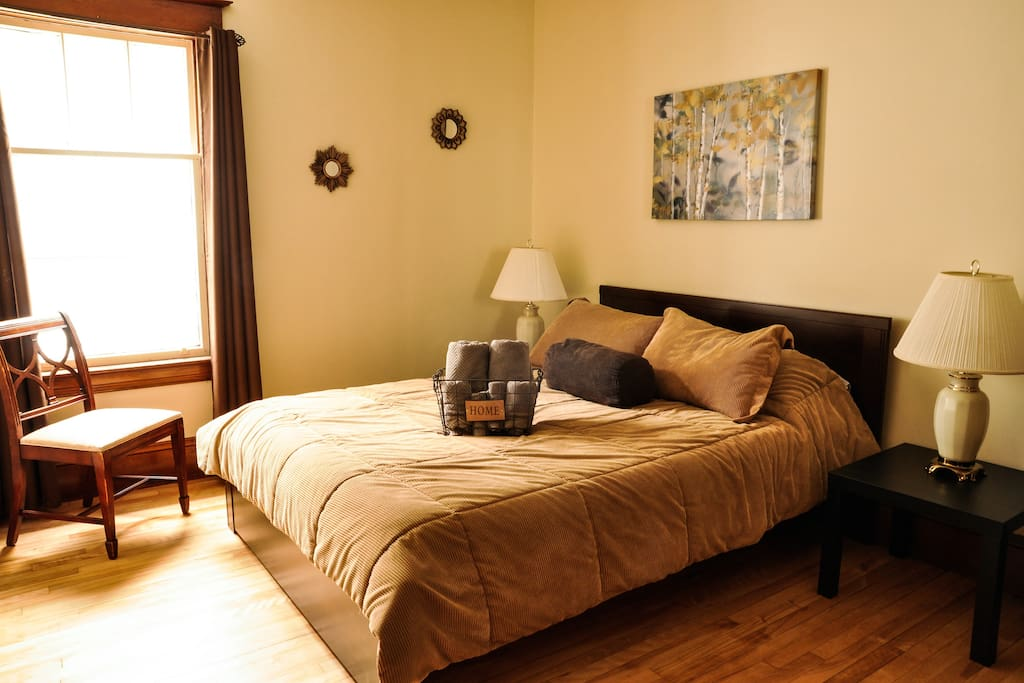 Have a great night rest in this comfortable queen bed.