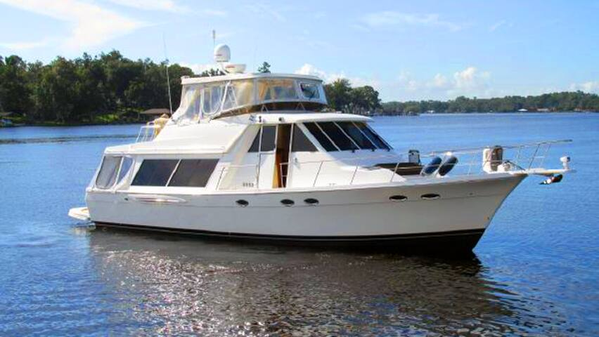 Fort Myers Yacht Life aboard The Brown Adventure