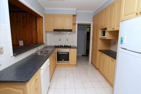 Double room with own bathroom & TV - Mount Waverley - Σπίτι
