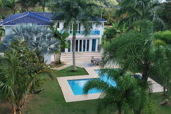 MwPi 102 Family Jr Suite/Manati World Point Inn
