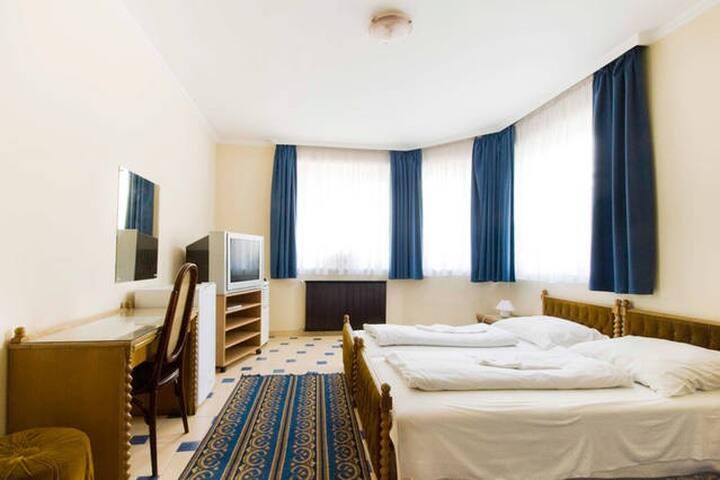 B&B. Free Breakfast & Room Service - Budapest - Bed & Breakfast