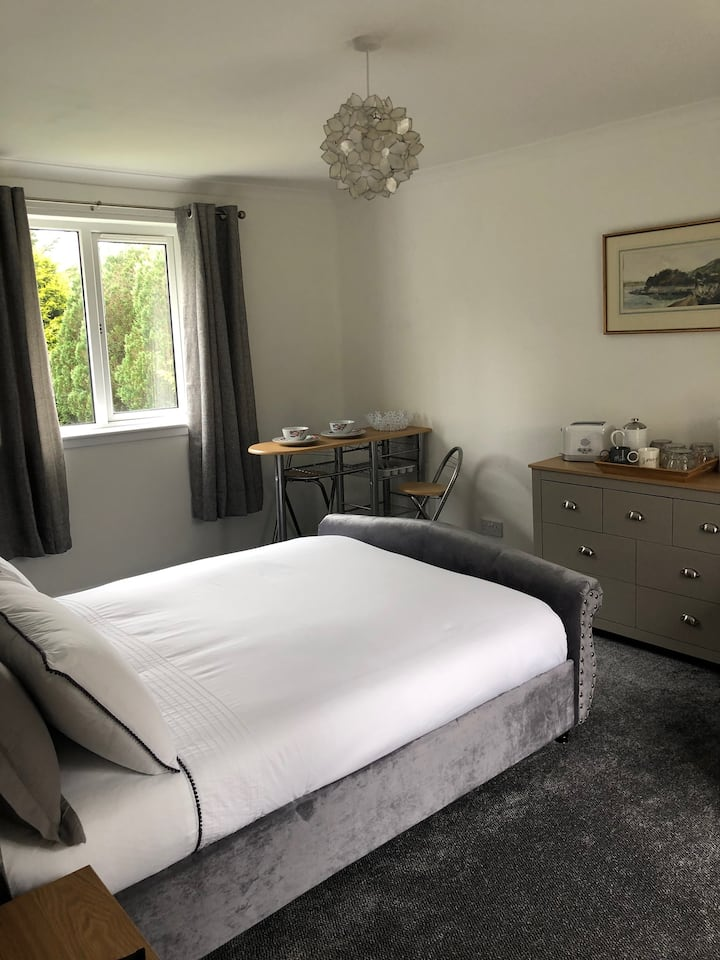 The Cuckoos' Nest. Double bed Ensuite private room