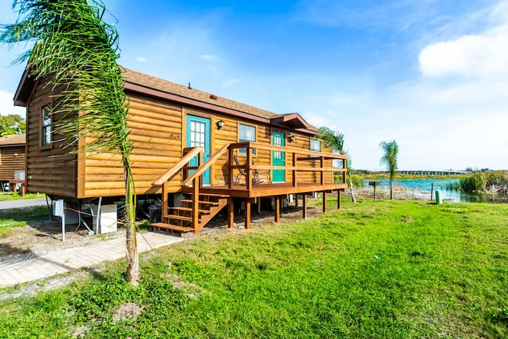 ⛵️Waterfront Cabin 10min to Beach! Pets OK! #410⛵️