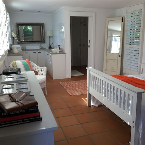 Modern Room in Tranquil Surrounds. - Brisbane - House