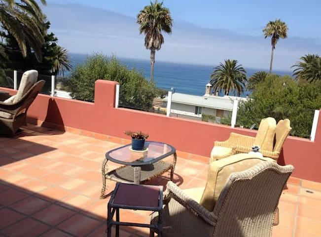 Fresh and airy ocean view for two! - La Mision - Apartemen