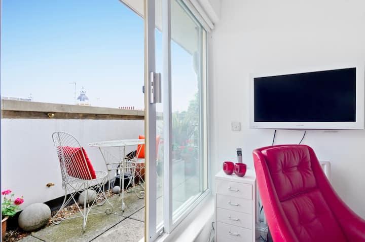 Private kitchen + balcony, zone 1 loft studio room