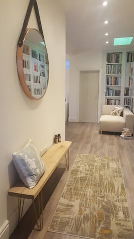 Hawarden AirBNB, Double Room & Newly Refurbished - Deeside - Bungalov