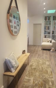 Hawarden AirBNB, Double Room & Newly Refurbished - Deeside - バンガロー