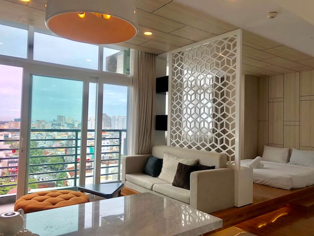 Full city view 1BR studio @ BEN THANH, bar & pool