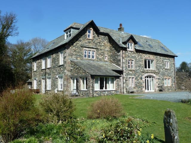 MAPLE COTTAGE, family friendly, with a garden in Keswick, Ref 972266