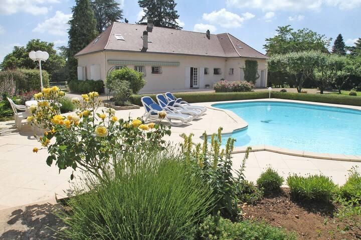8 pers, 4 ch privées, piscine, à 5 mn de Périgueux
