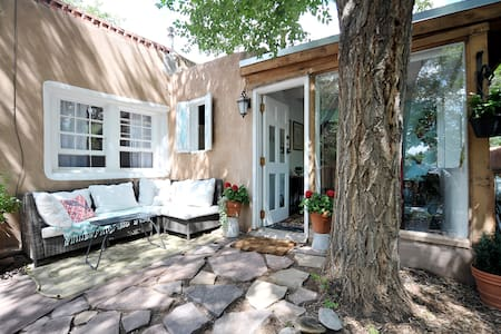 Historic Eastside Adobe Casita $100 special - Санта Фе