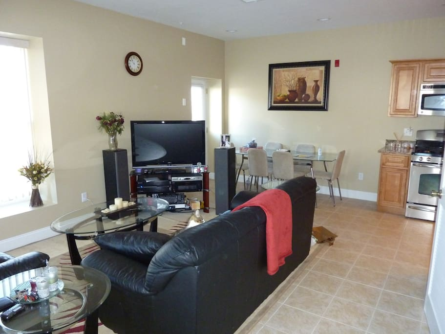 Level 1: Living room / dining room / kitchen