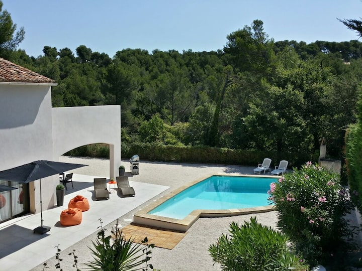 "Charming house in the ""Pays of Aix en Provence"""