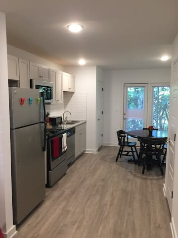 Renovated Glen Iris apartment! Right by UAB!
