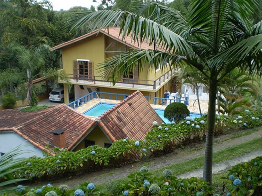 Casa, piscina e churrasqueira