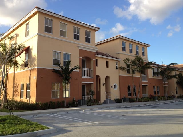 Apto 3Room/2Bath @5min Dolphin Mall - Fountainbleau - Villa