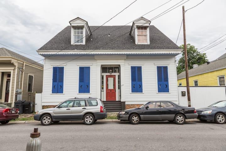 Beautiful Historic Villa 3 blocks to FQ!