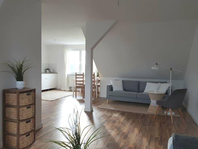 Geräumige Dachgeschoss Wohnung mit Blick ins Grüne
