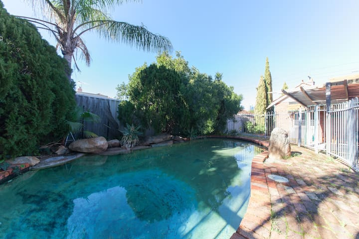 Inner City House + Pool - Sleeps 9 - West Perth - Casa