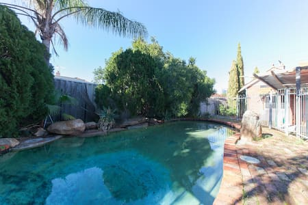 Inner City House + Pool - Sleeps 9 - West Perth