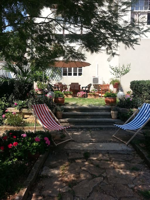 Coffee in the garden in chaise longue under the mimosa?