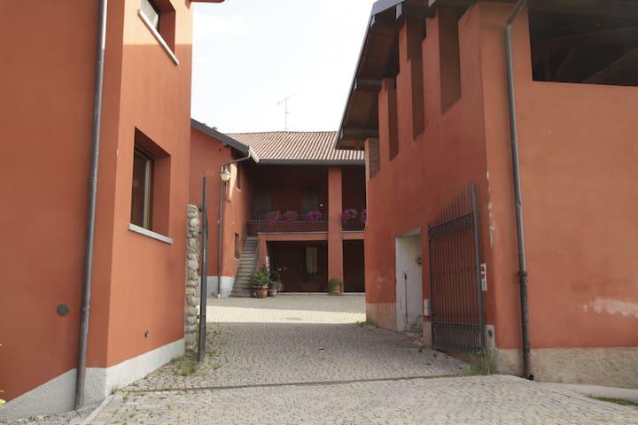 L' ingresso alla corte