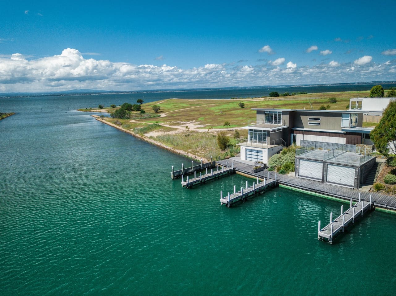 Kings Landing - Luxery views with lake access