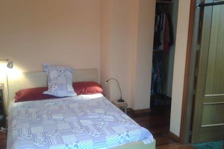 habitación doble con baño privado - Santa María de Cayón