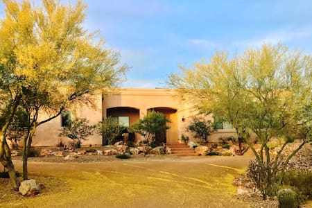 Pink Palace: Mountain Views, Pool and Breakfast - Tucson - Haus