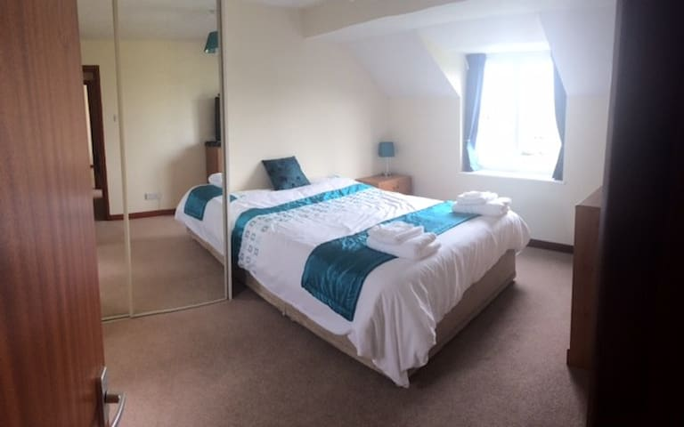 Bright En Suite King Size Room - Plymouth