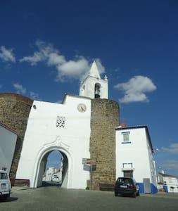 Living in a Medieval Castle byÉVORA - Redondo