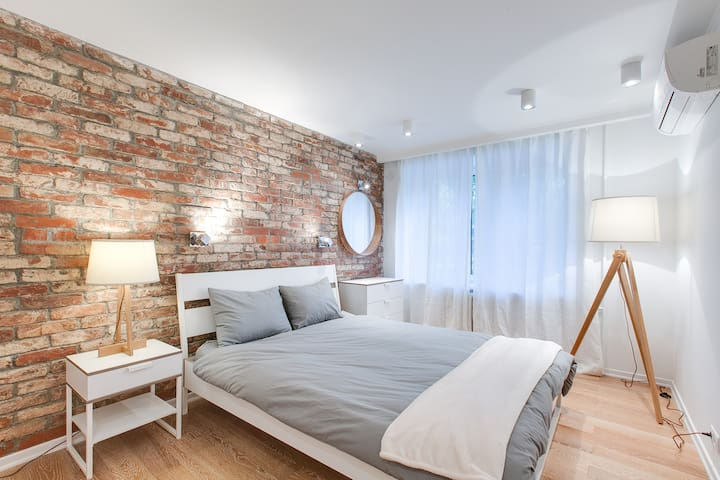 Loft Style Apartment - Near Metro