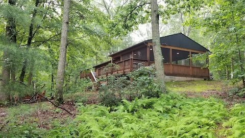 Serenity - secluded cabin in the woods