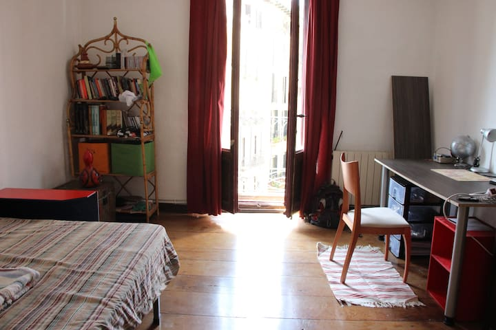 Habitación doble luminosa - Pamplona - Apartment