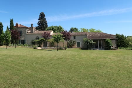 Stunning house set in vines; pool and tennis court