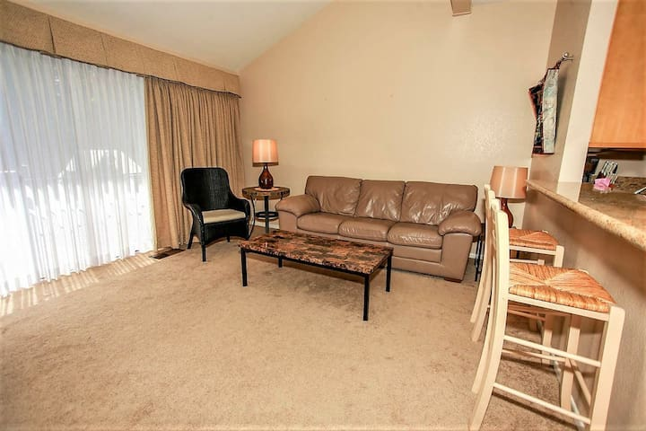 Cienega Retreat 3 BR Lakeside Condo / Boulder Bay