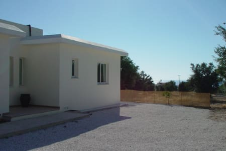 Villa Rosa, Argaka near Polis, own pool, sea views - Argaka - 別荘