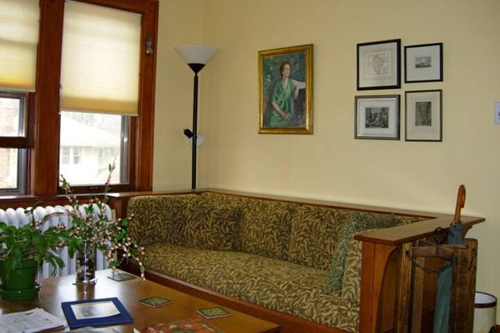 Arts & Crafts condo with amenities