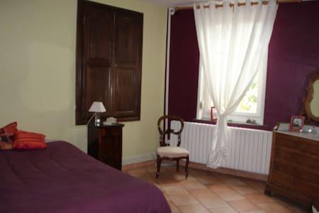 Chambre typique et pas chére - Busigny - Haus