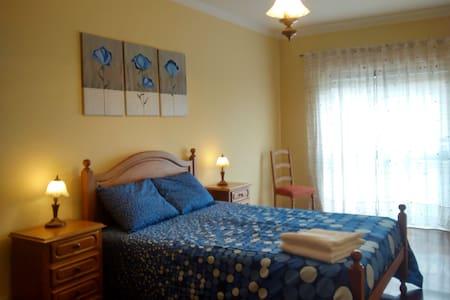 Cozy 2BD apart. WI-FI (Caldas Guesthouse 12377) - Caldas da Rainha - Lejlighed