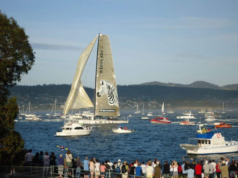 Finish of the Sydney to Hobart taken from balcony