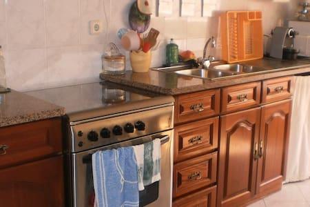 Quarto privado acesso a toda a casa - Rio de Mouro
